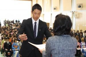 代表で後援会表彰を受ける三田勇嗣さん