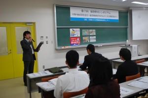 挨拶する藤谷岳下関市立大学附属地域共創センターアーカイブ部門長