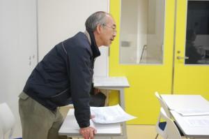 木村健二教授との討論の様子