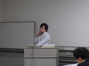 藤谷岳専任講師による報告