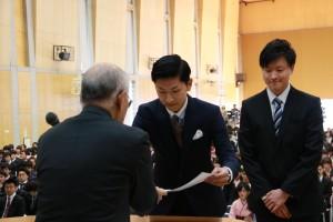 同窓会表彰を受けた 田村 隆太郎 さん(左)と 三好 友良 さん(右)