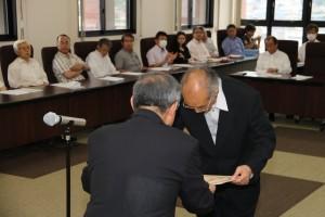 名誉教授の称号を授与される木村健二前教授