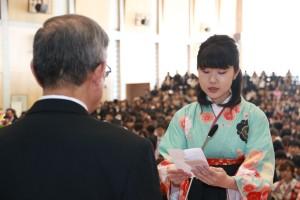 卒業生を代表し謝辞を述べる 岡 美佑さん