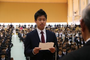 学部生代表で宣誓を述べる磯村 弥大さん