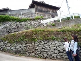 地元の資源を活かした石垣