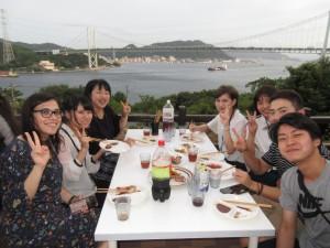 夕食は皆でバーベキューを楽しみました
