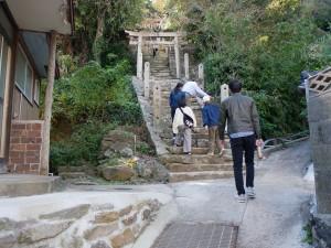 サークルの先輩が初訪問の1年生を島案内(2)