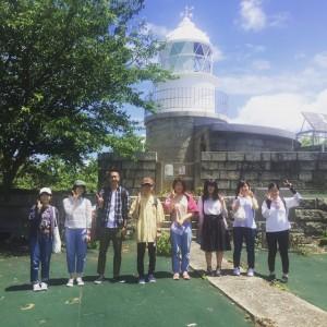 日本遺産の六連島灯台前にて集合写真