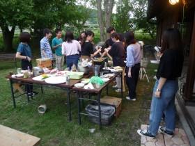 夕食で豊後牛や焼きそばなどをバーベキュー(1)