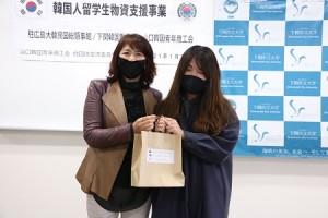孔 叔子院長と留学生