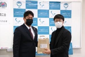 宋正道会長と留学生